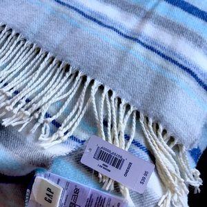NWT Gap scarf